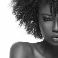 Les accessoires essentiels pour les cheveux crépus